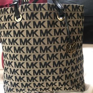 MK large tote bag in great condition with dust bag